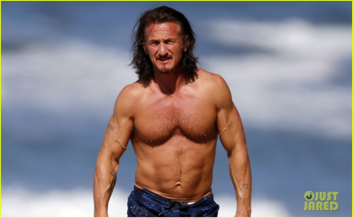 sean penn shirtless buff beach body 02