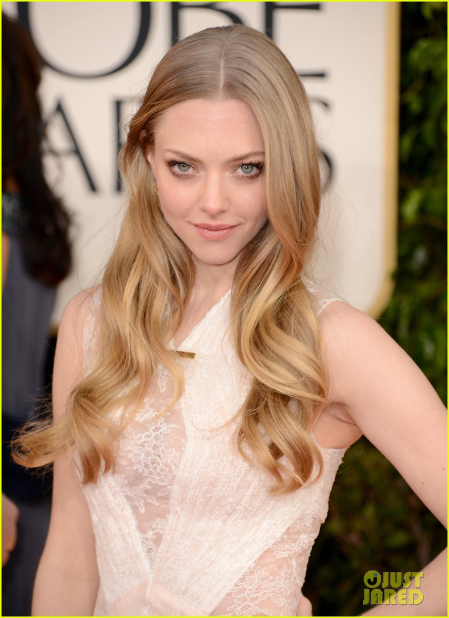 amanda seyfried golden globes 2013 red carpet 022791389