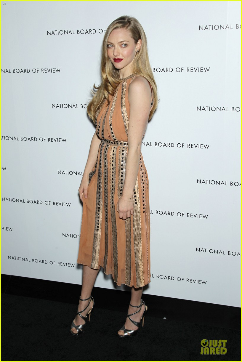 amanda seyfried & eddie redmayne nbr awards gala 2013 08