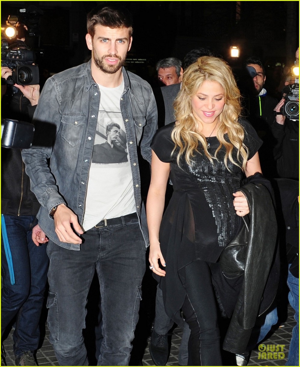 shakira gerard pique the wind and random book presentation 022792478
