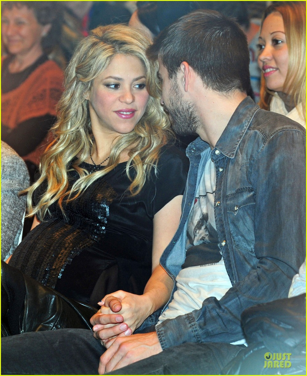 shakira gerard pique the wind and random book presentation 142792490