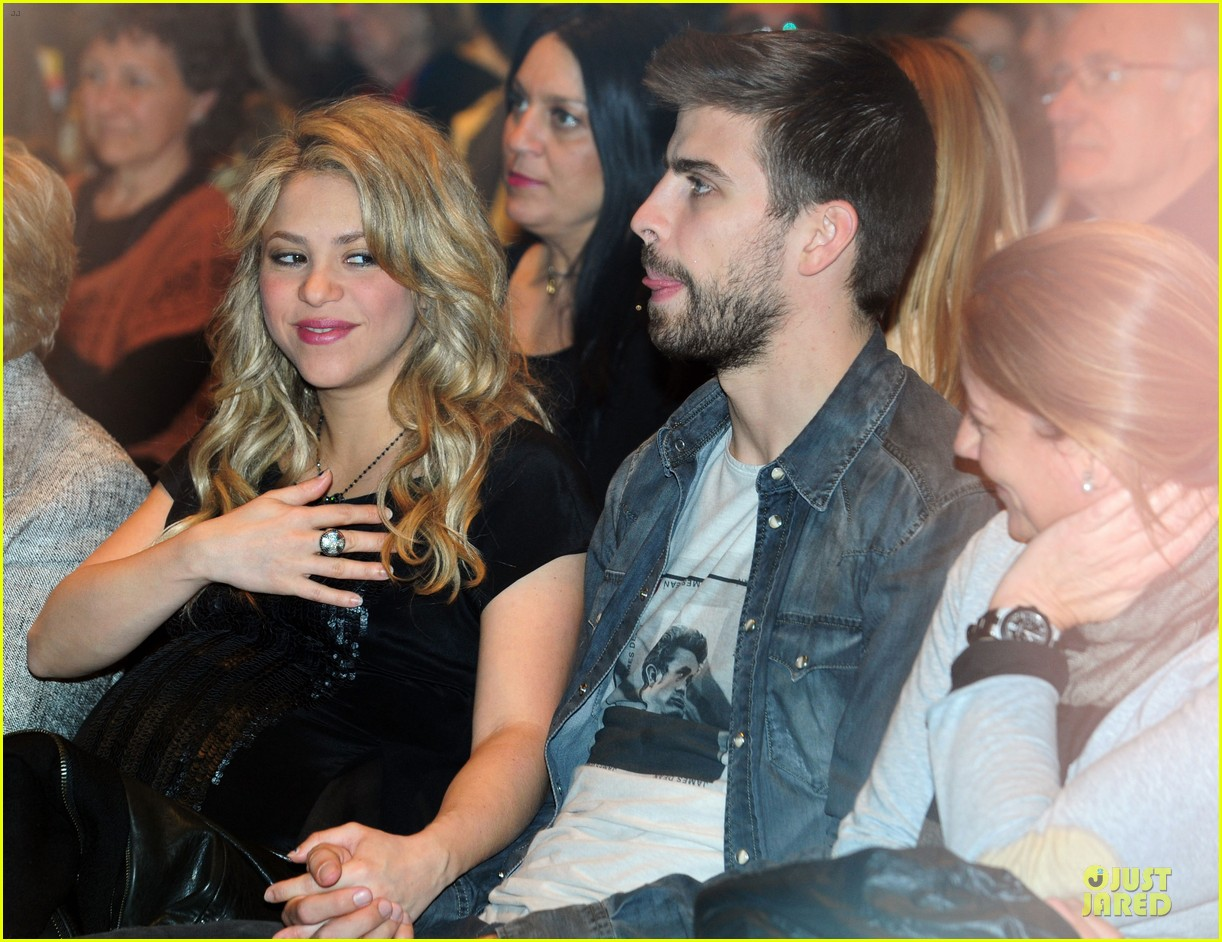 shakira gerard pique the wind and random book presentation 152792491
