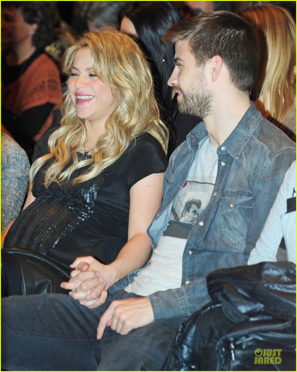 shakira gerard pique the wind and random book presentation 162792492