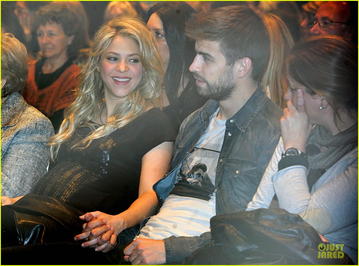shakira gerard pique the wind and random book presentation 172792493