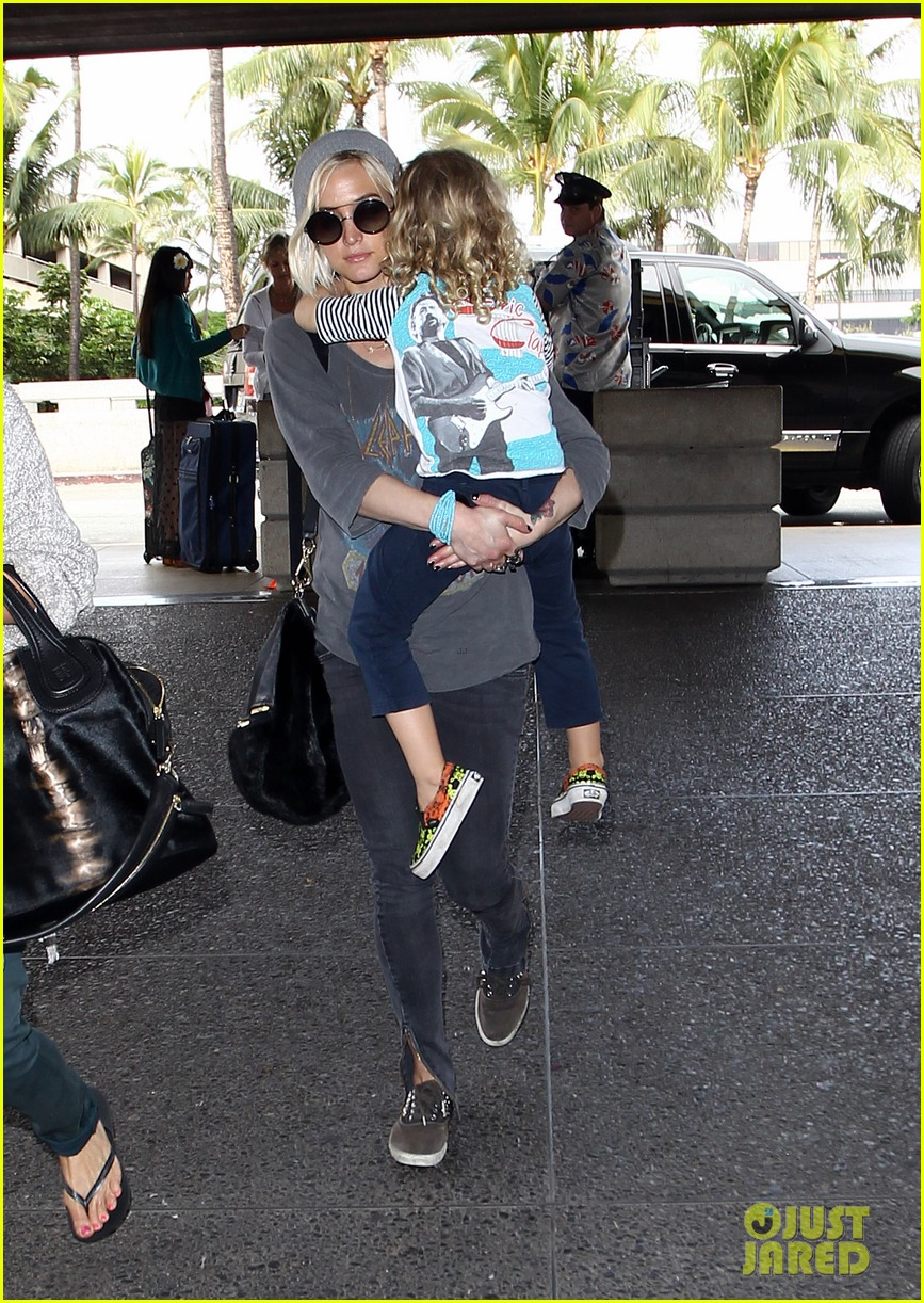 ashlee simpson hawaii depature with bronx 11