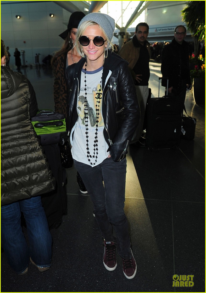ashlee simpson beanie arrival in los angeles 012786466