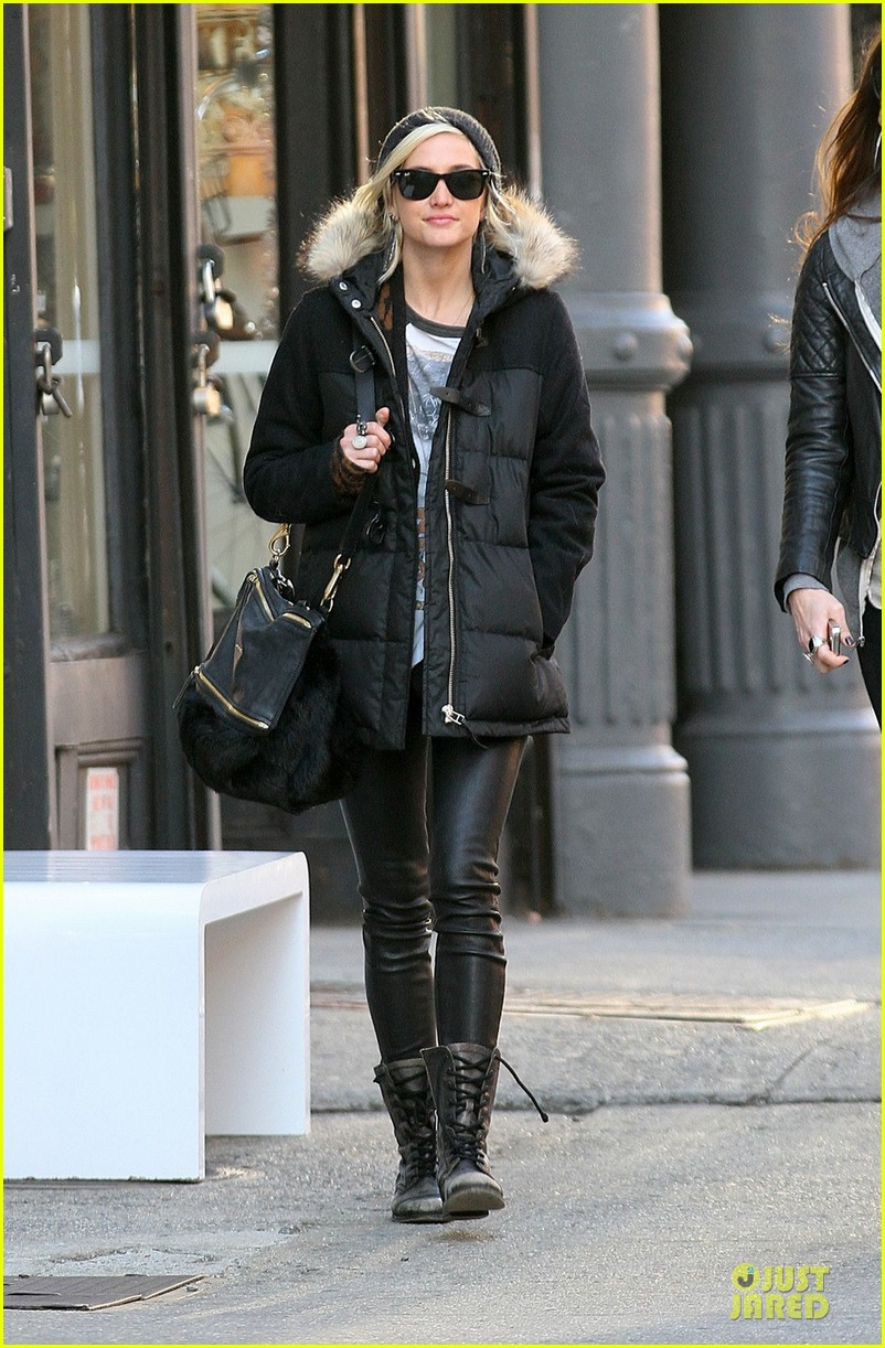 ashlee simpson soho stroll with a gal pal 012784861