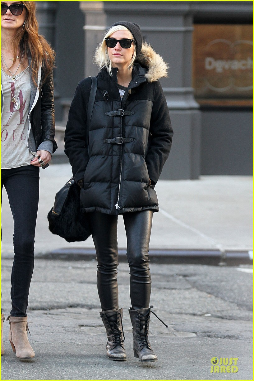 ashlee simpson soho stroll with a gal pal 082784868