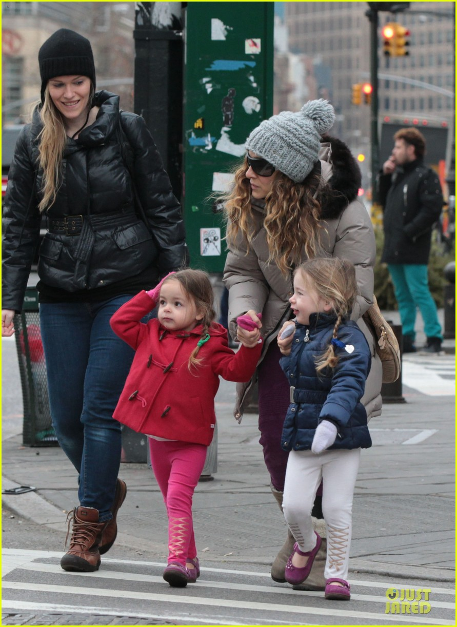 sarah jessica parker bundling school run with the kids 012789367