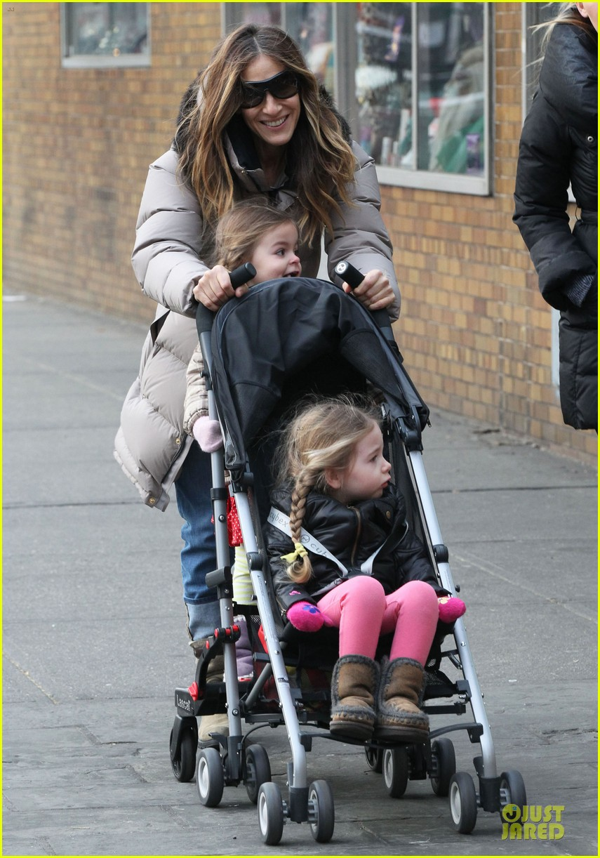 sarah jessica parker bundling school run with the kids 052789371