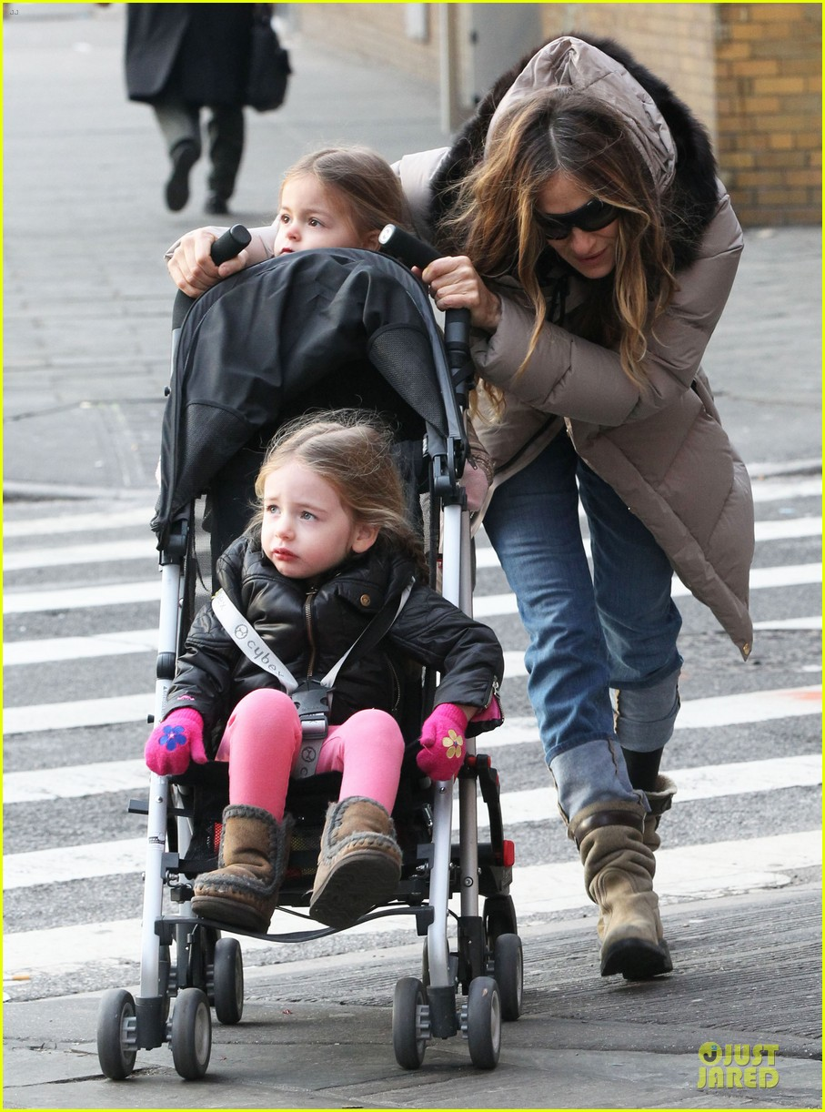 sarah jessica parker bundling school run with the kids 142789380