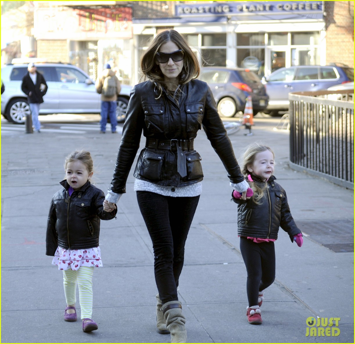 sarah jessica parker twins matching leather jackets 042786791