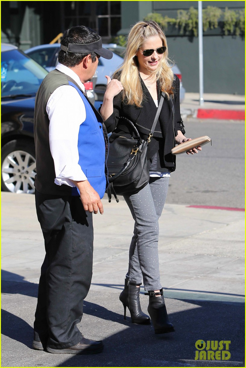 sarah michelle gellar tavern thursday lunch 11