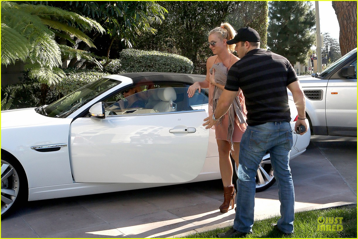 britney spears escorted lunch in los angeles hotel 05