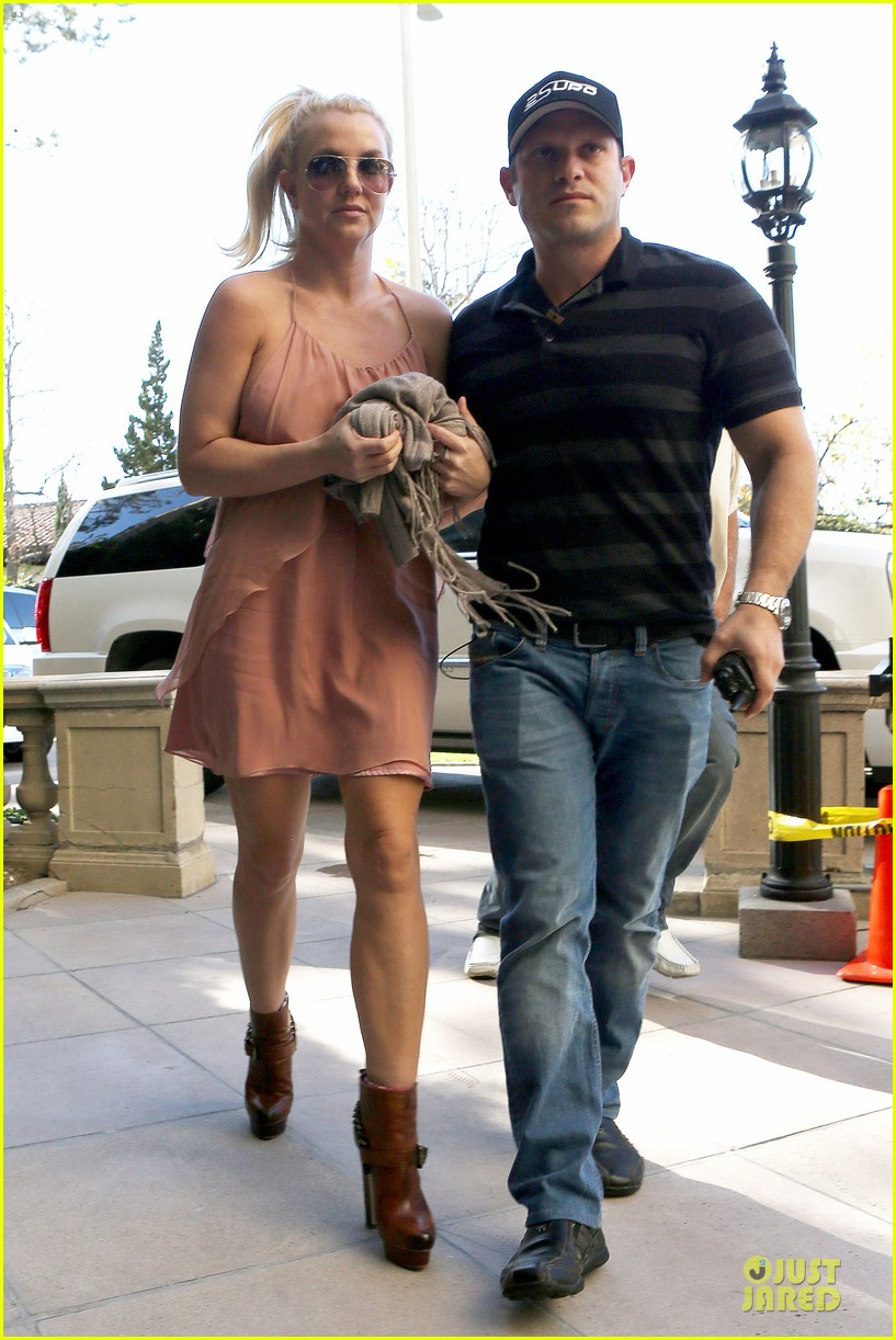 britney spears escorted lunch in los angeles hotel 11