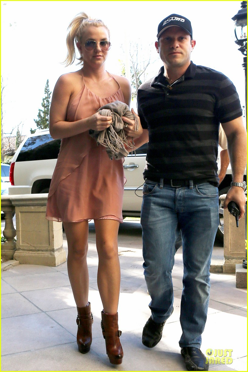 britney spears escorted lunch in los angeles hotel 152794852