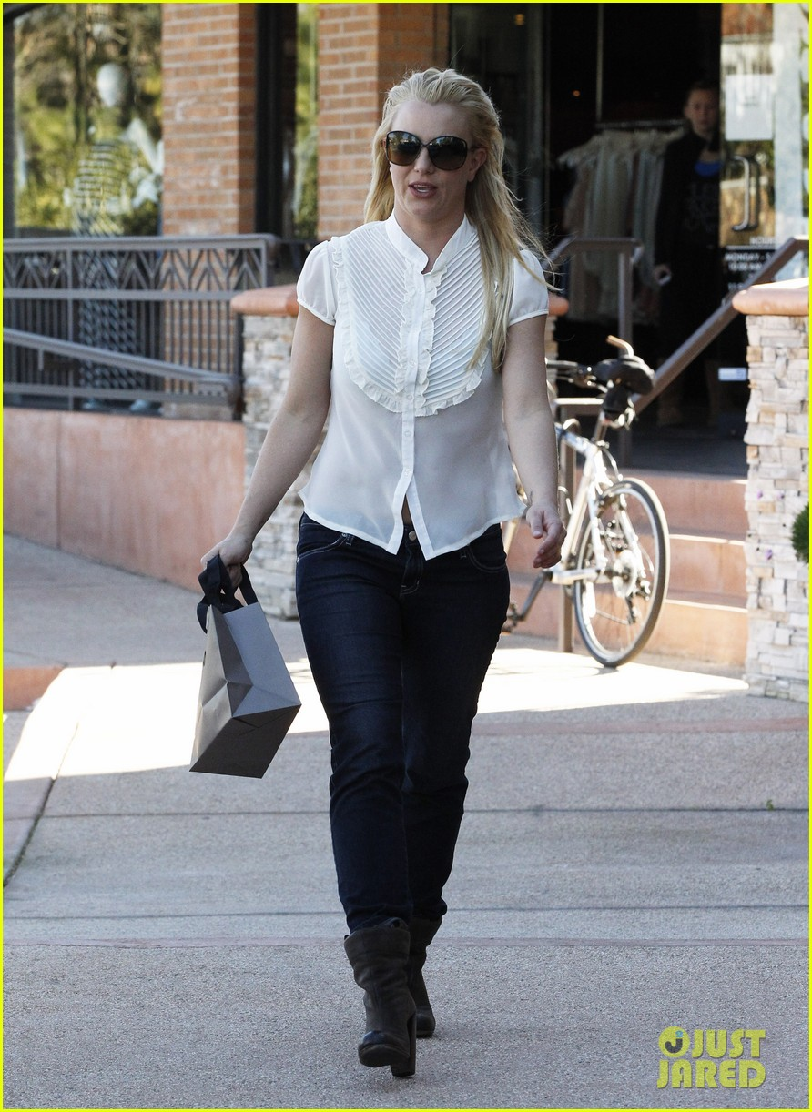 britney spears smiles after split 132796258