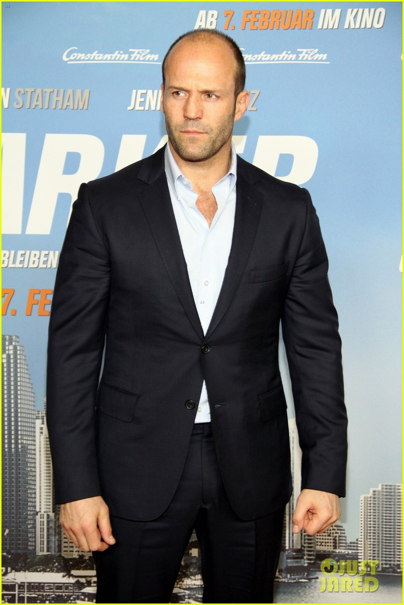 jason statham parker berlin moscow premieres 08