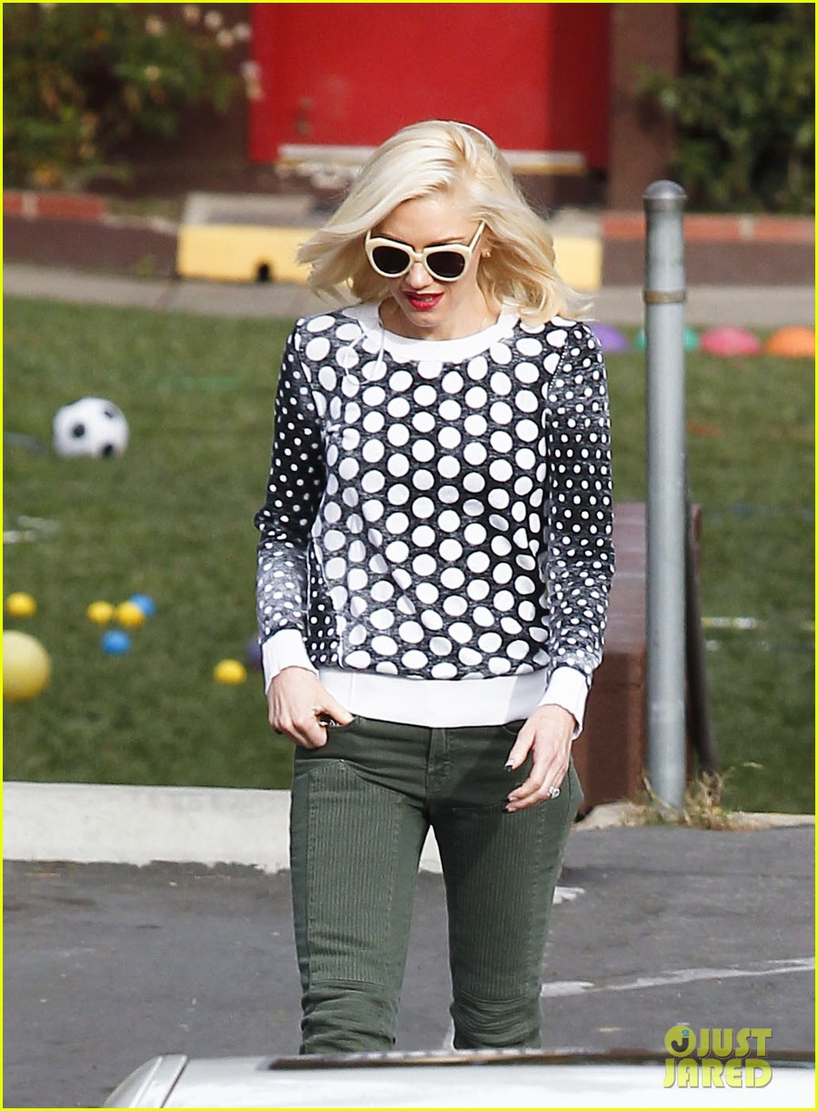 gwen stefani church stop with a pal 022798027