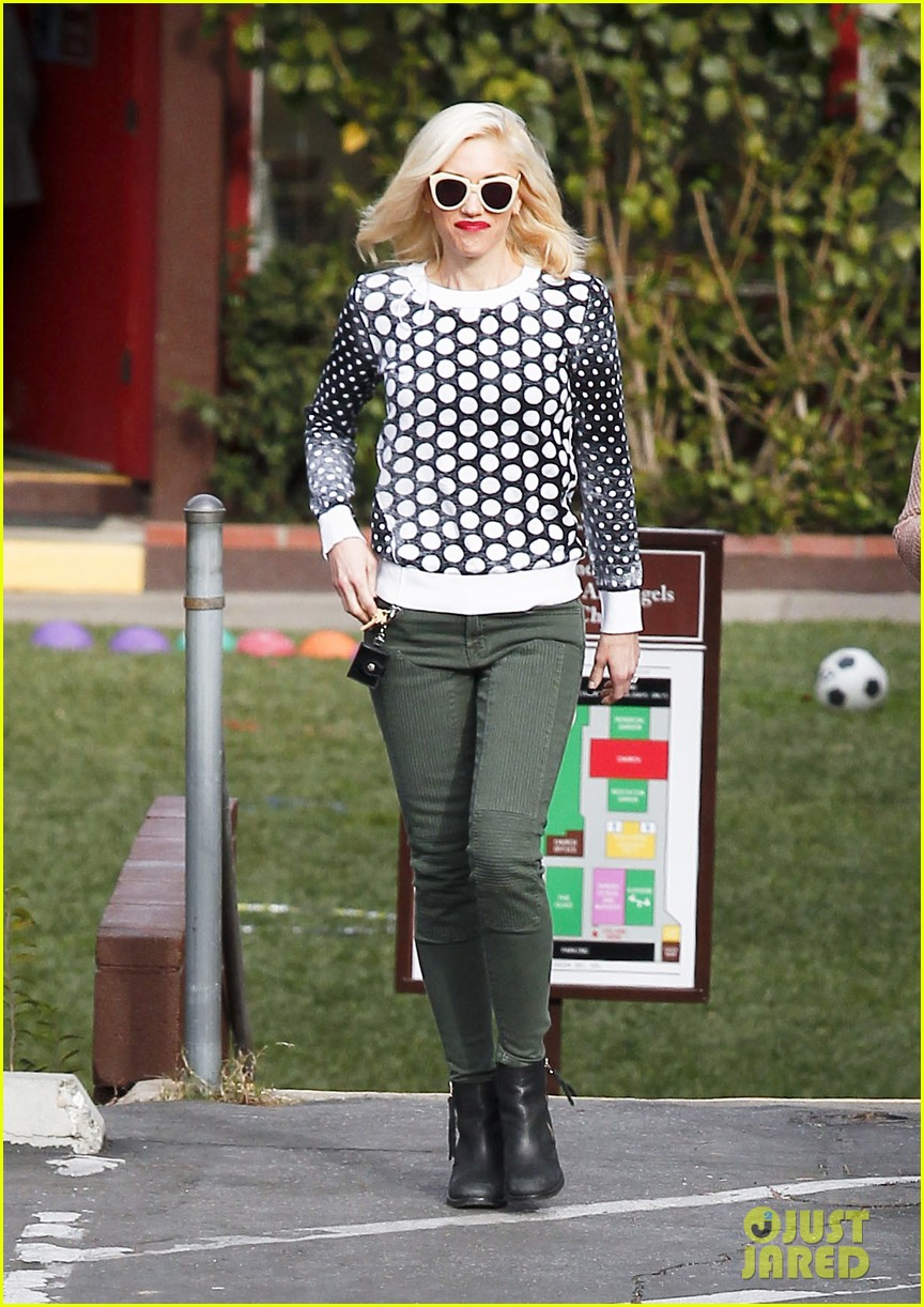 gwen stefani church stop with a pal 112798036