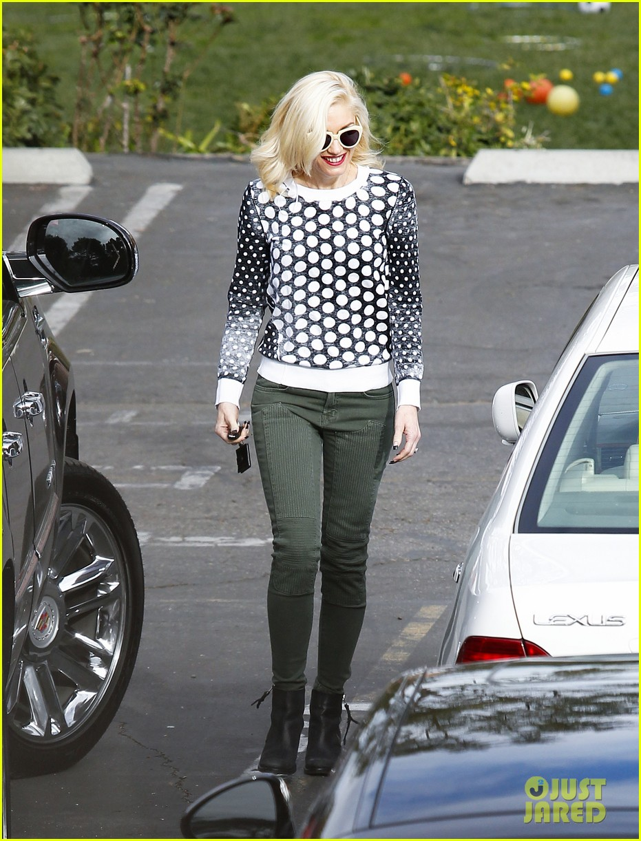 gwen stefani church stop with a pal 152798040