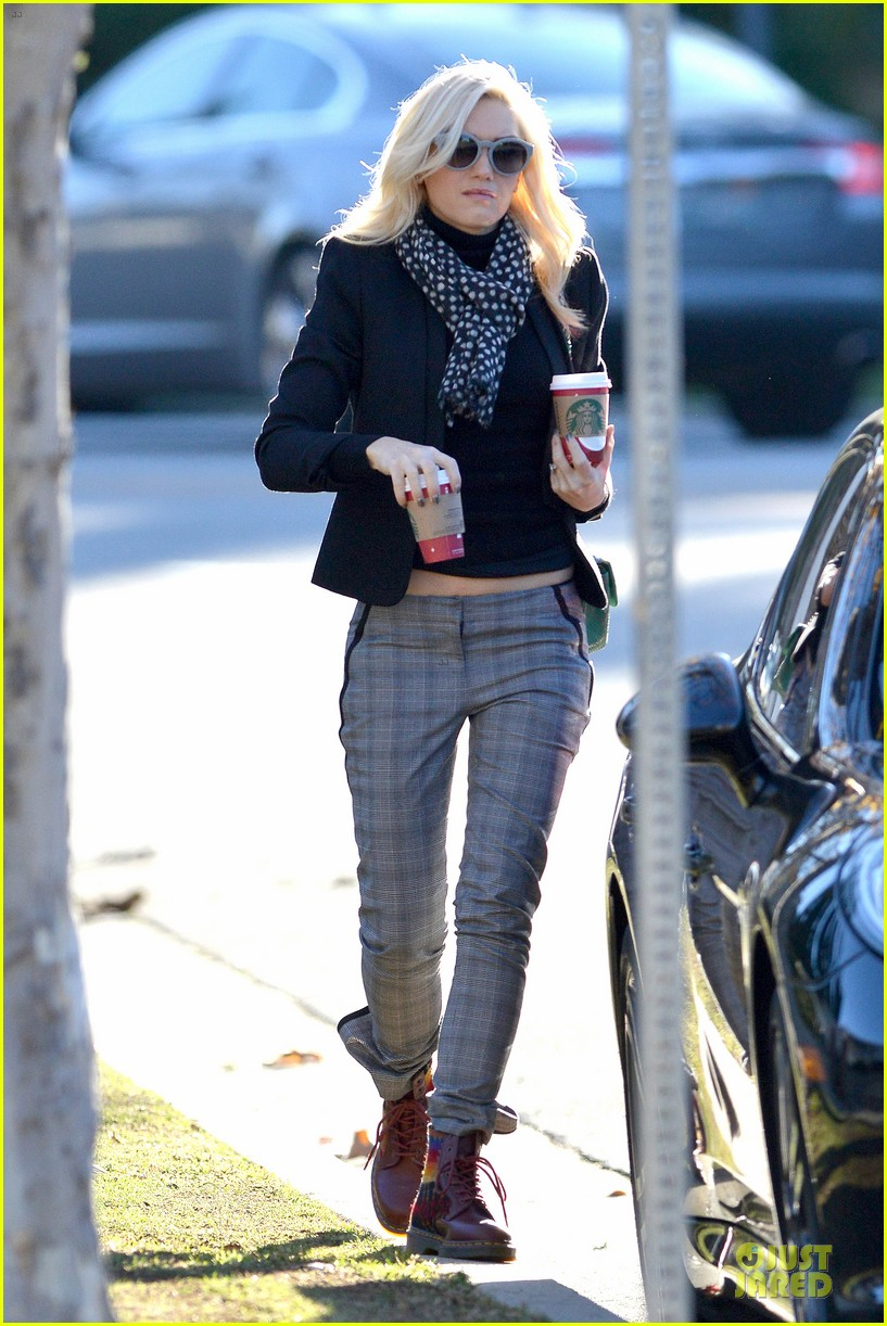 gwen stefani & gavin rossdale winter coffee couple 172786336