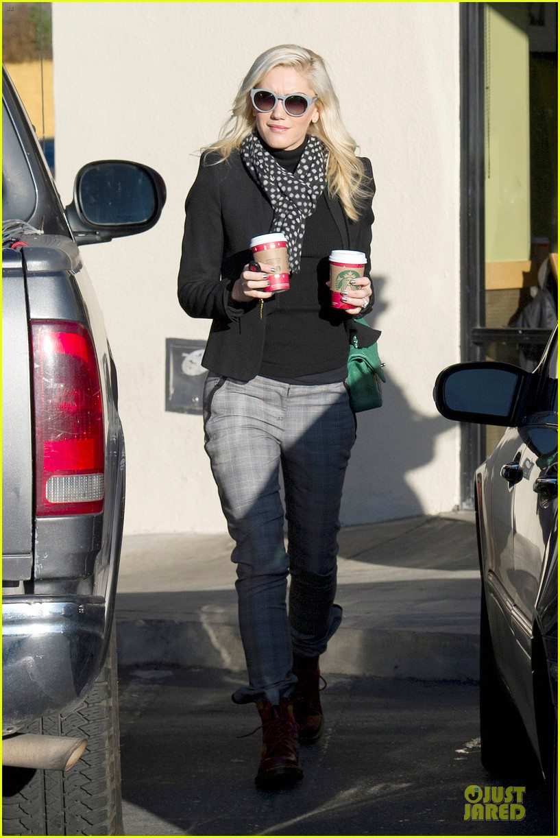 gwen stefani & gavin rossdale winter coffee couple 18