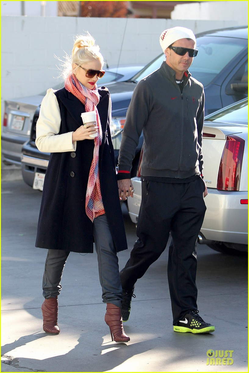 gwen stefani gavin rossdale monday coffee stop 01