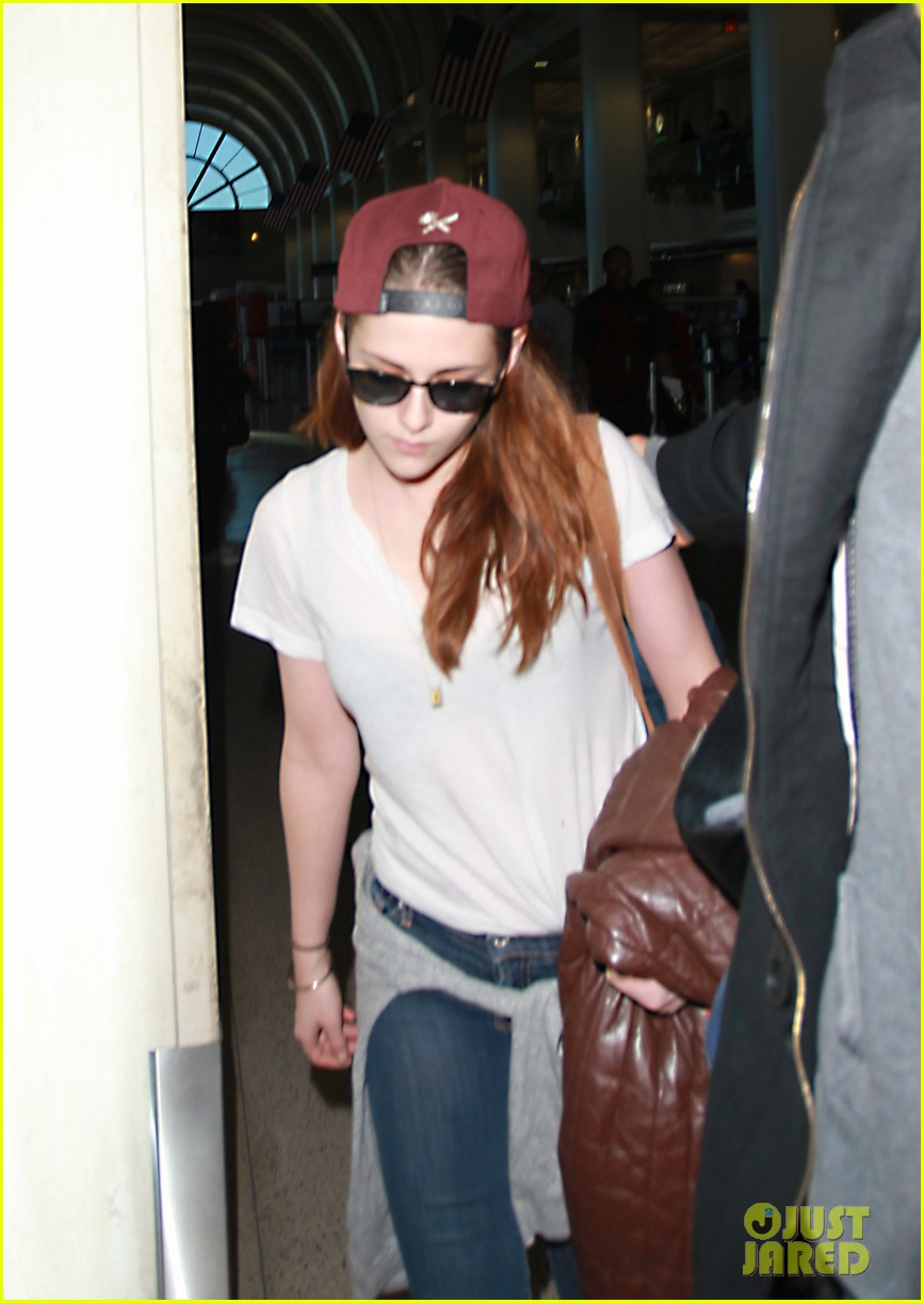 kristen stewart changes clothes for lax landing 182789993