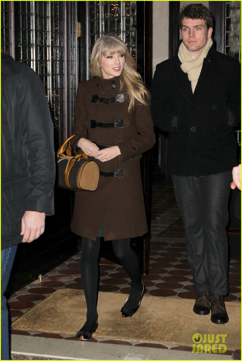 taylor swift new years eve dinner with brother austin 022783694