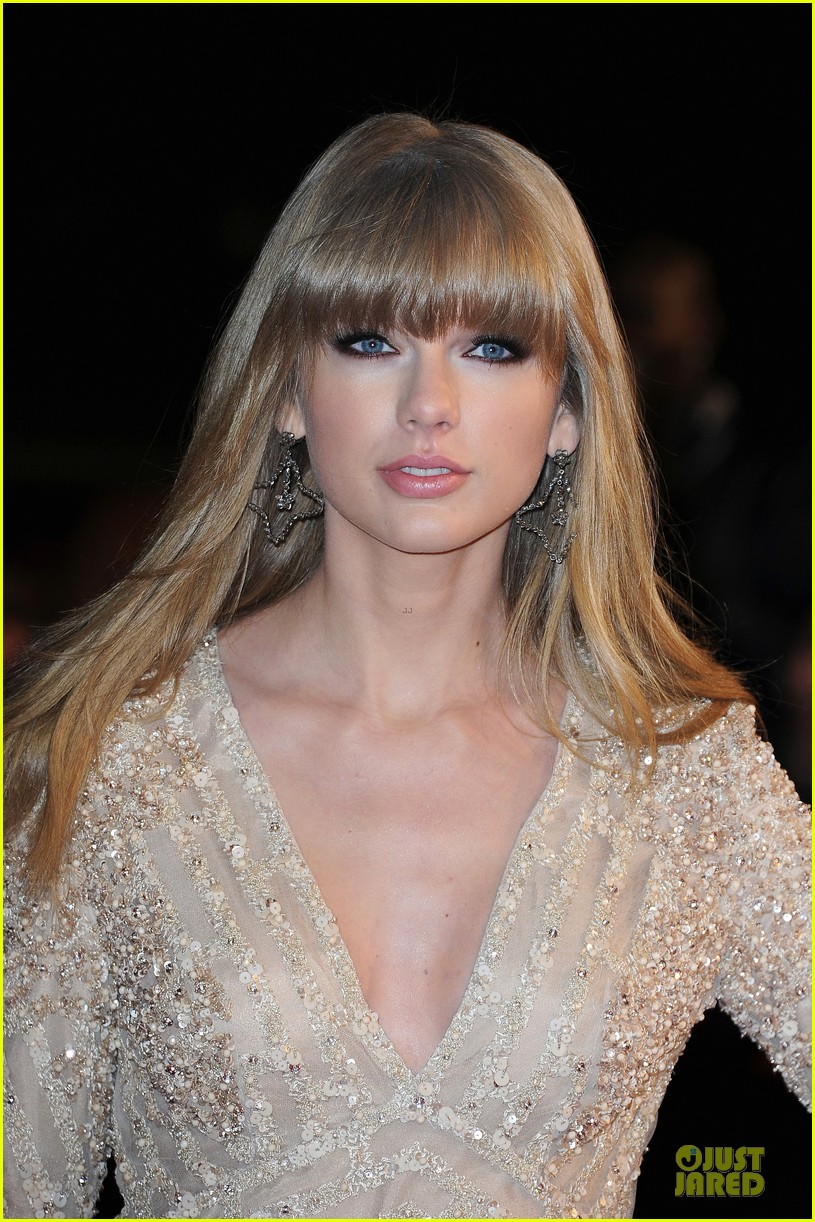 taylor swift nrj music awards 2013 red carpet 08