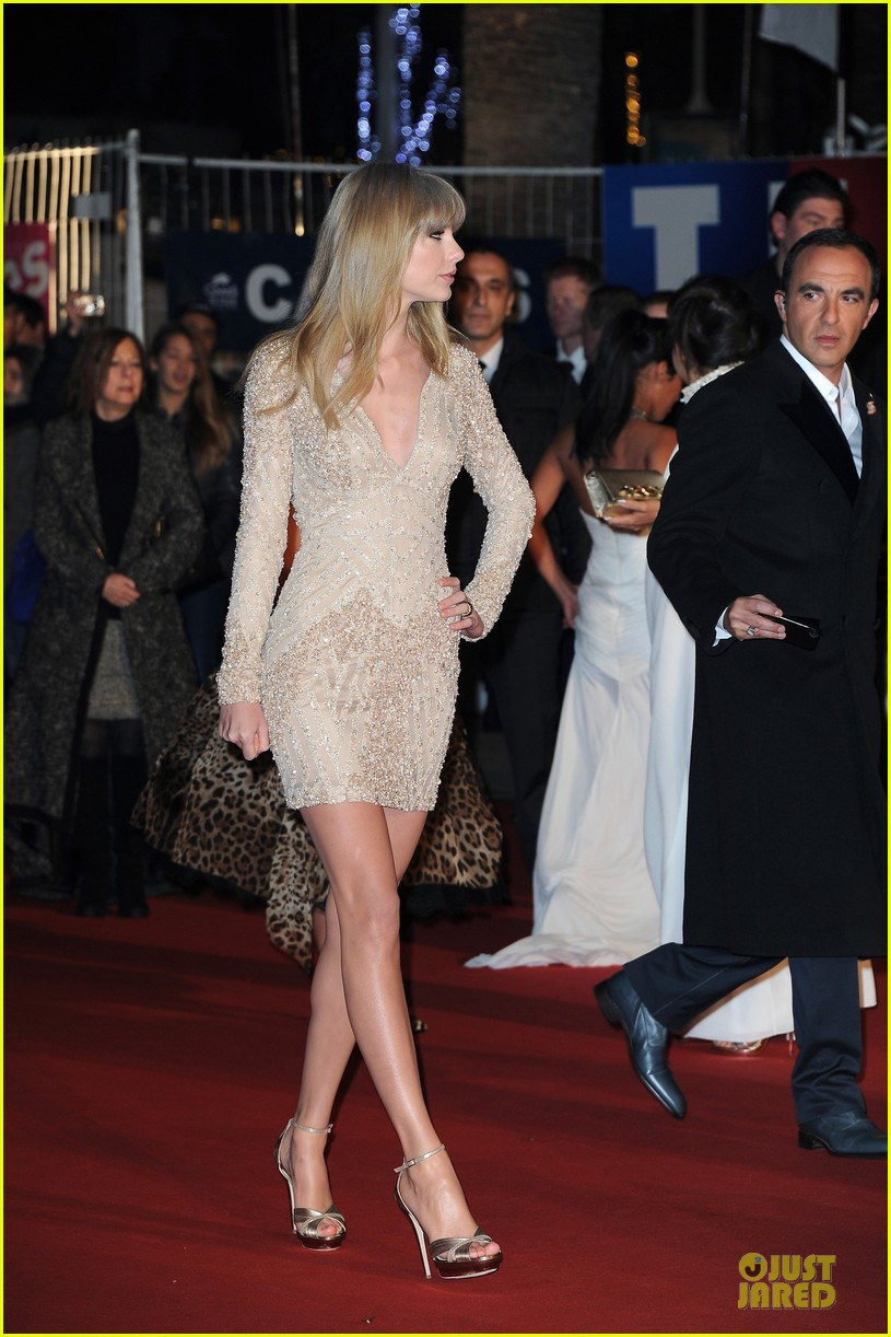 taylor swift nrj music awards 2013 red carpet 09