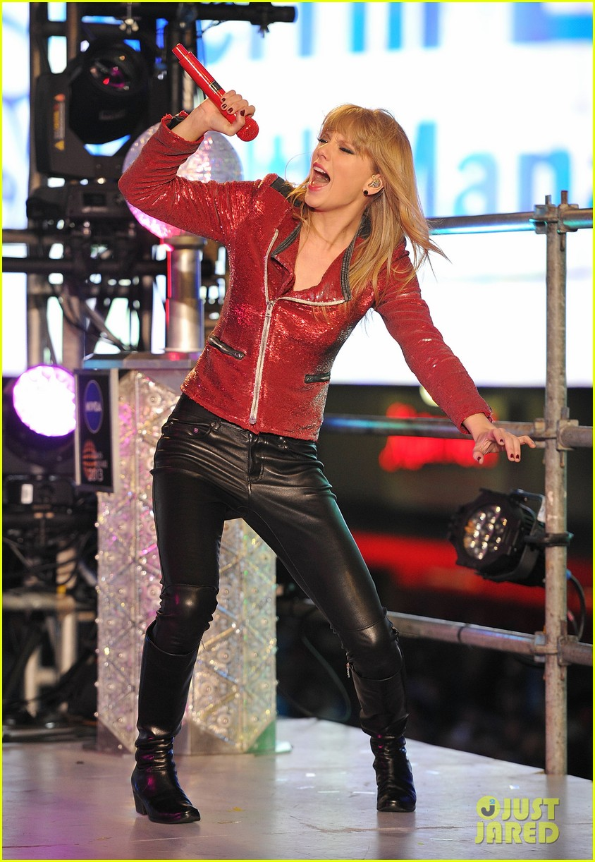 taylor swift new years eve 2013 performance times square 01