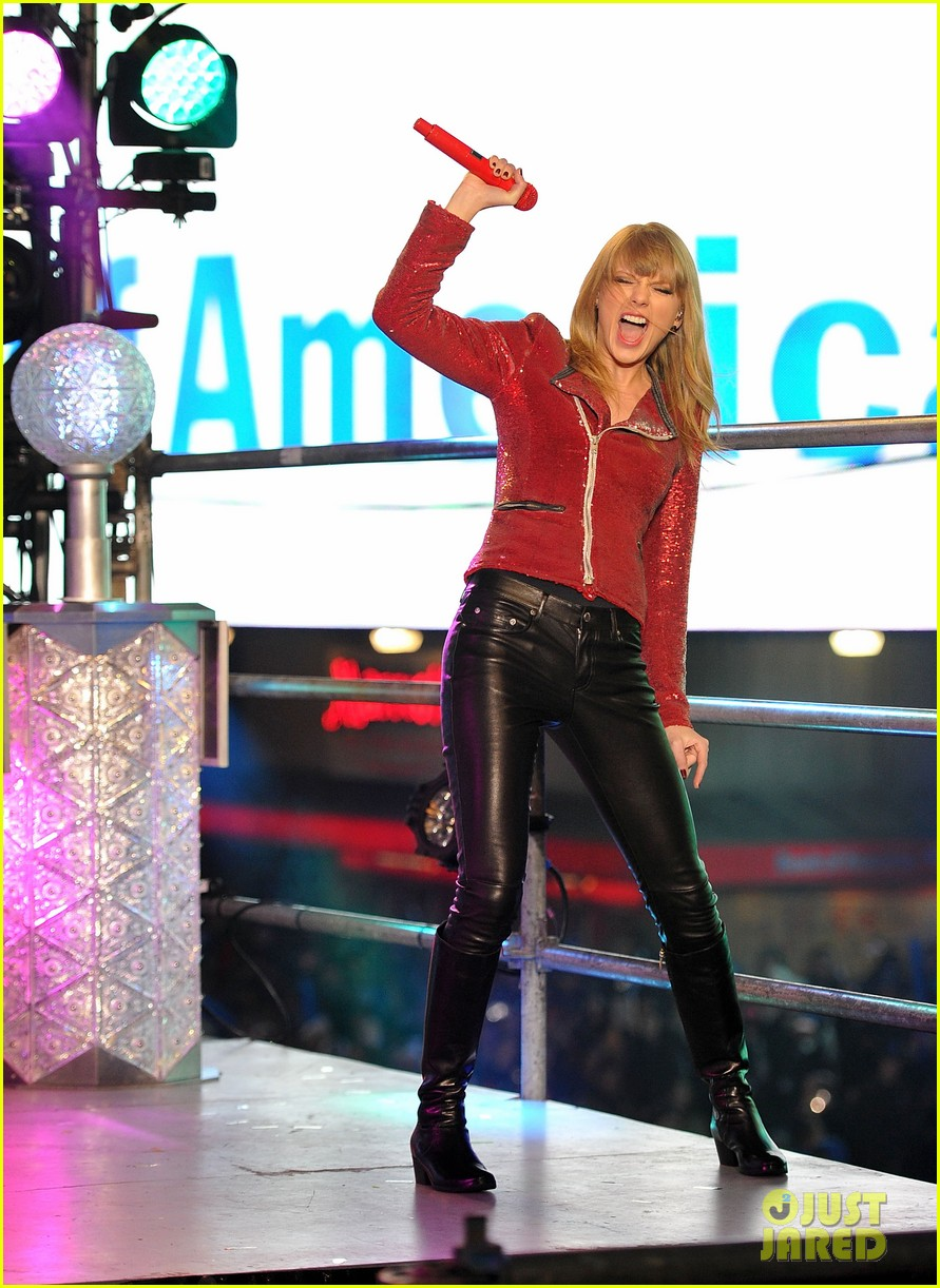 taylor swift new years eve 2013 performance times square 122783133