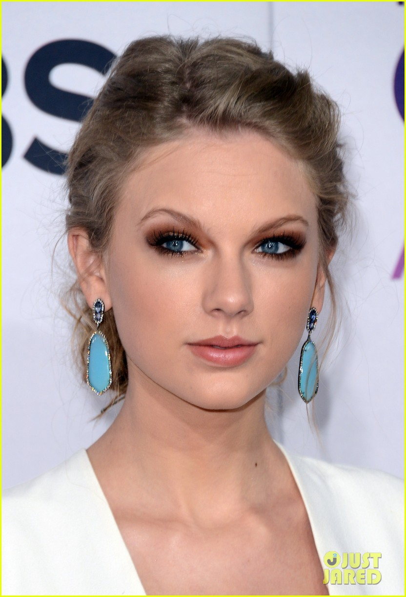 taylor swift peoples choice awards 2013 red carpet 022787733