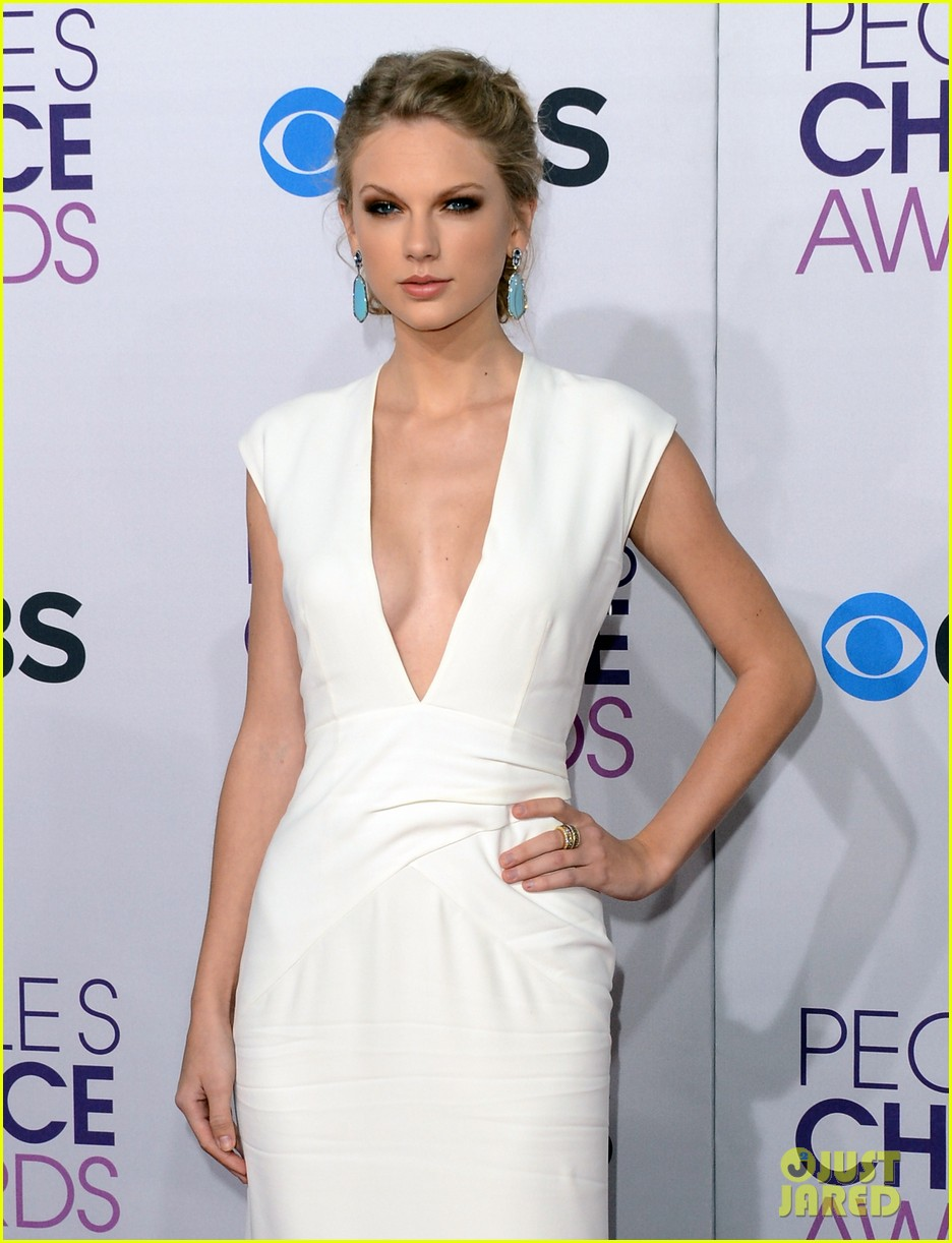 taylor swift peoples choice awards 2013 red carpet 04