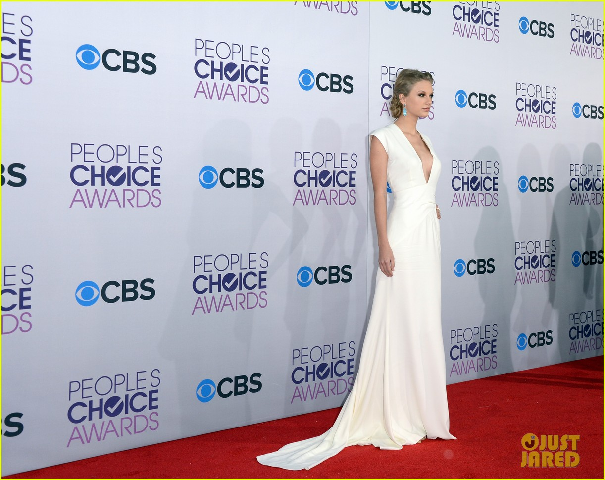 taylor swift peoples choice awards 2013 red carpet 052787736