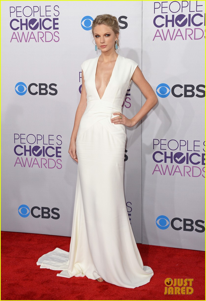 taylor swift peoples choice awards 2013 red carpet 072787738