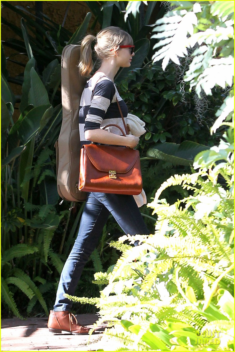 taylor swift back in the studio 032789535