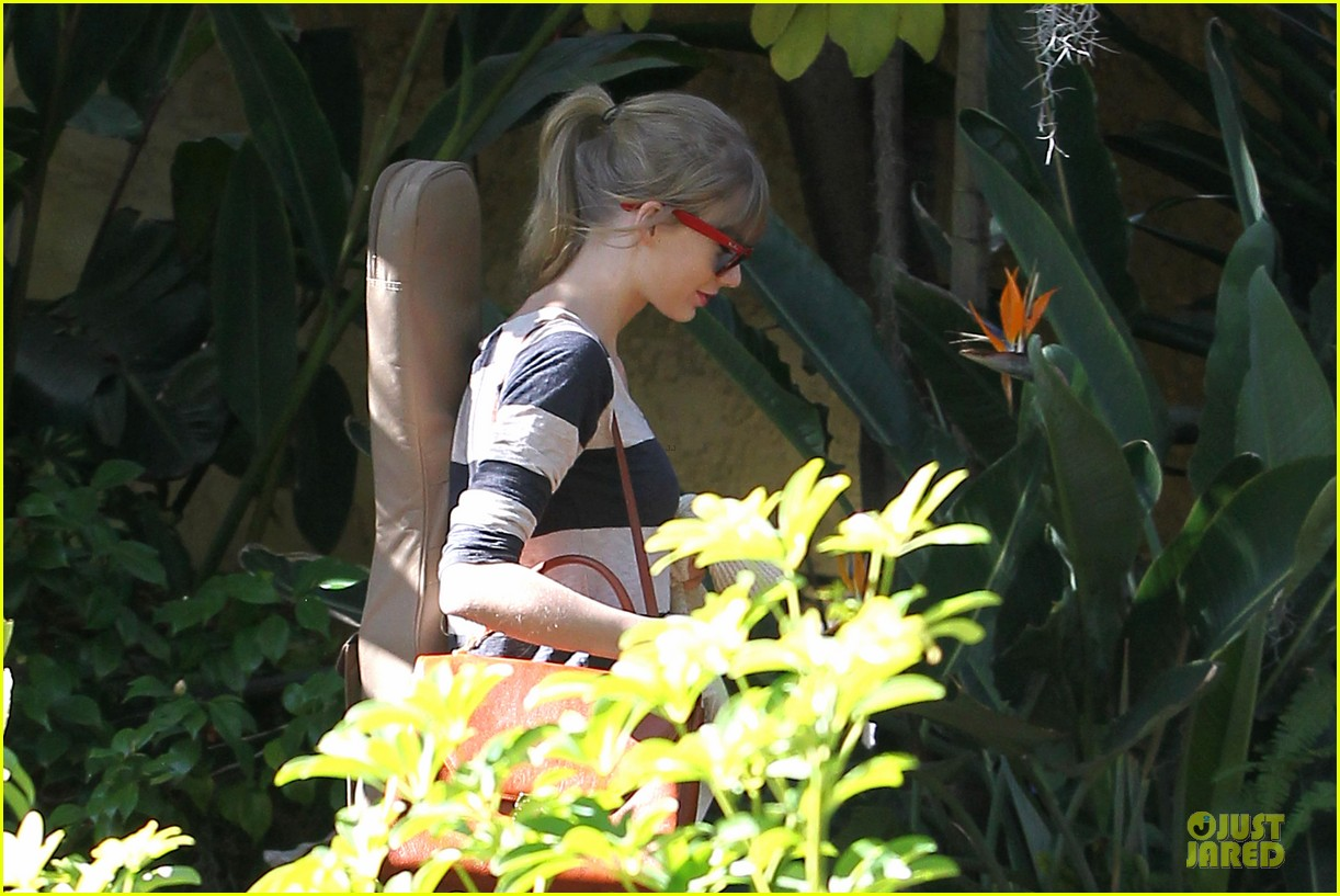 taylor swift back in the studio 102789542
