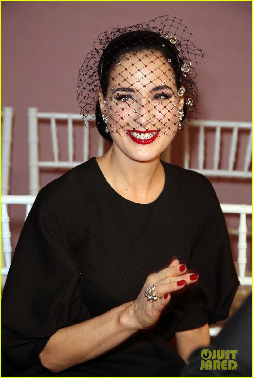 salma hayek dita von teese paris fashion week ladies 04