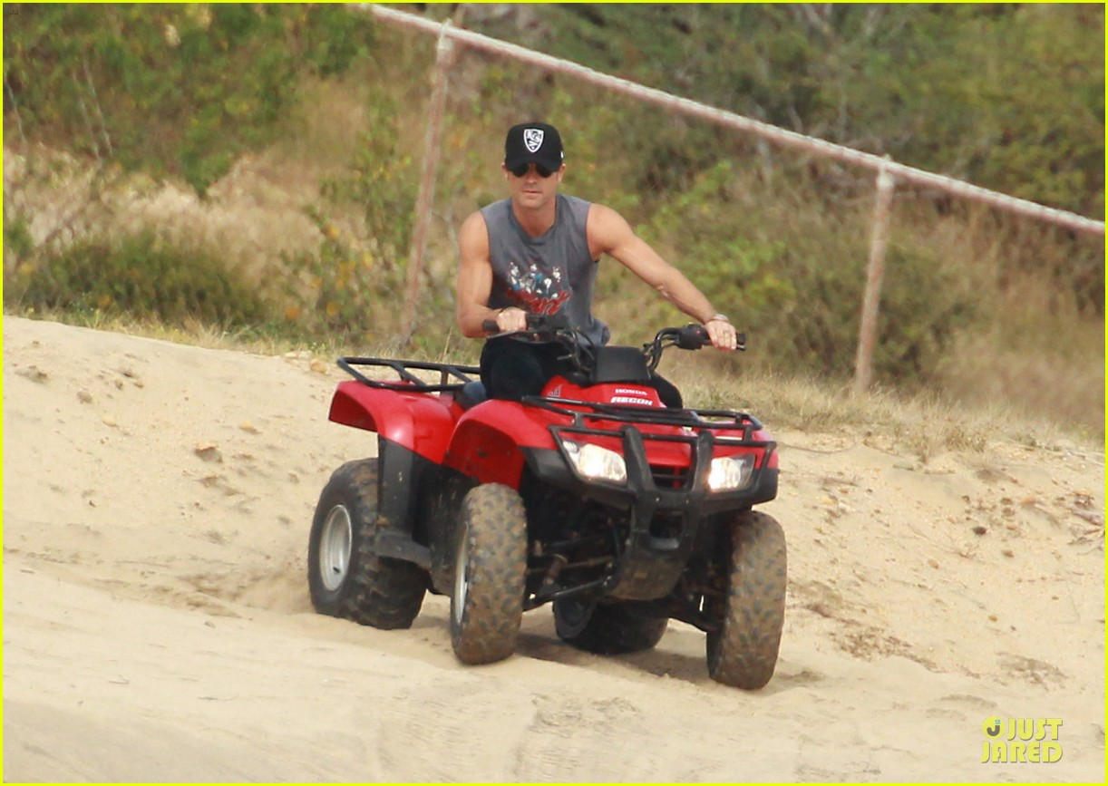 justin theroux new years eve atv riding 012783272