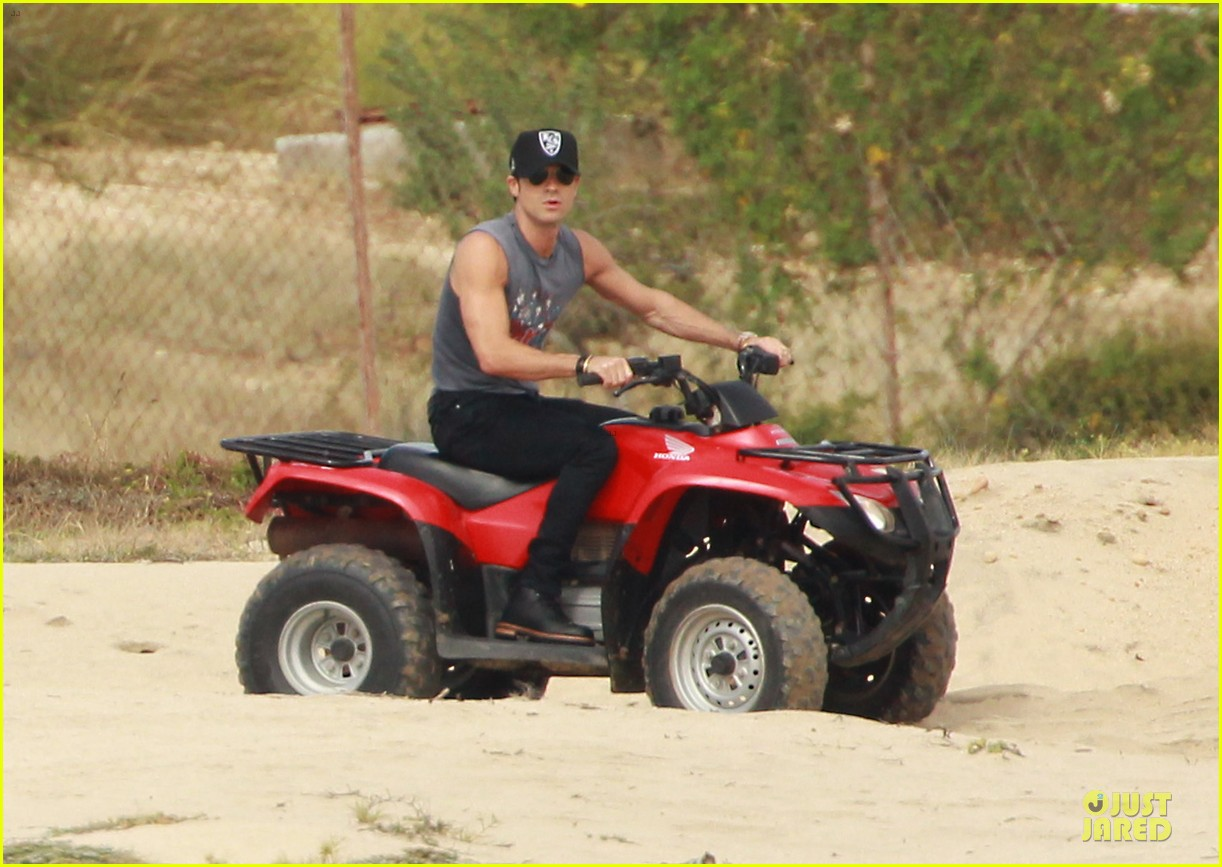 justin theroux new years eve atv riding 022783273