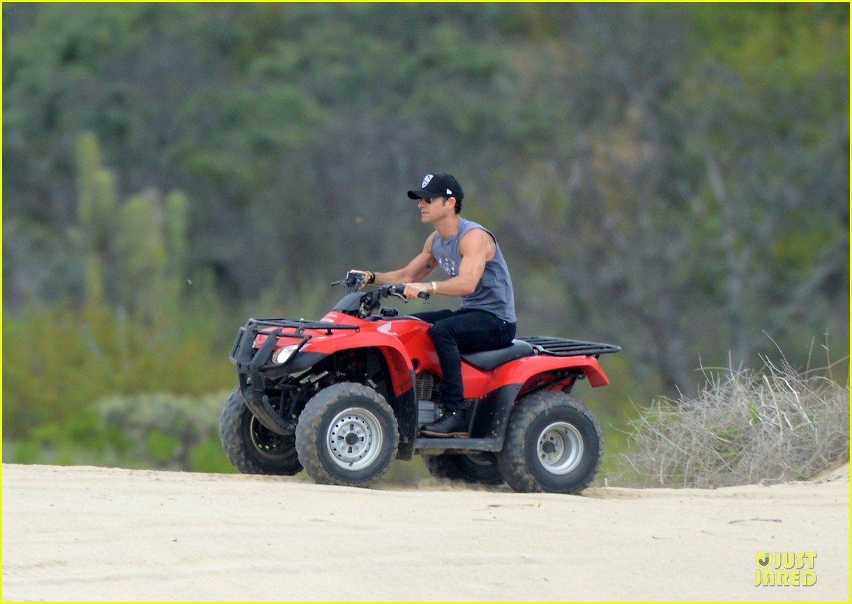 justin theroux new years eve atv riding 052783276