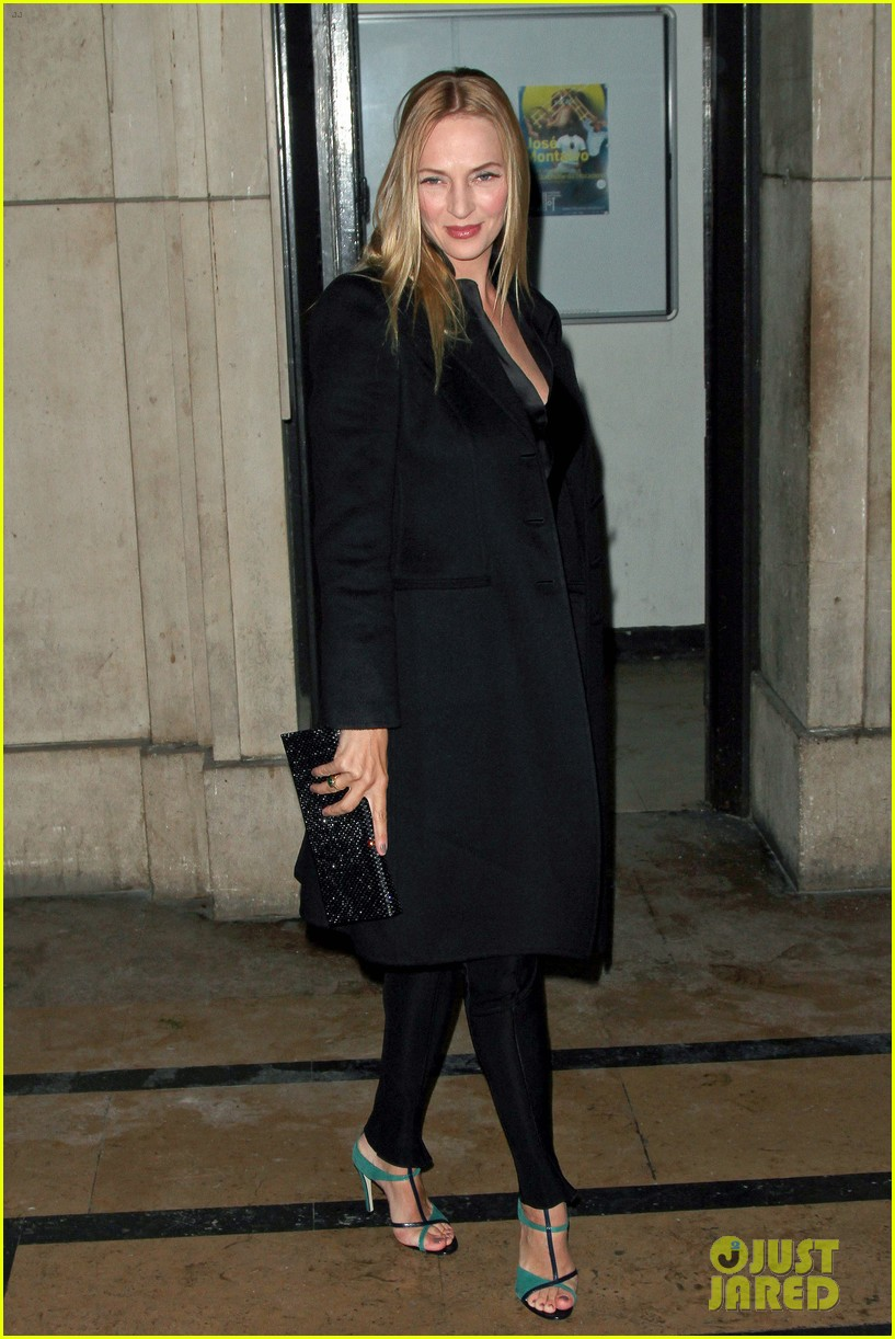 uma thurman hilary swank giorgio armani paris fashion show 022797276