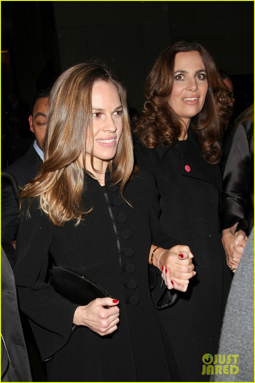 uma thurman hilary swank giorgio armani paris fashion show 052797279