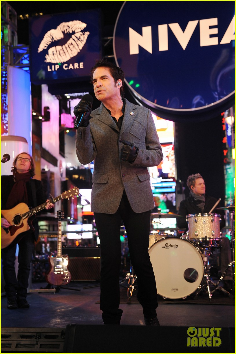 train new years eve performance in times square 012783091