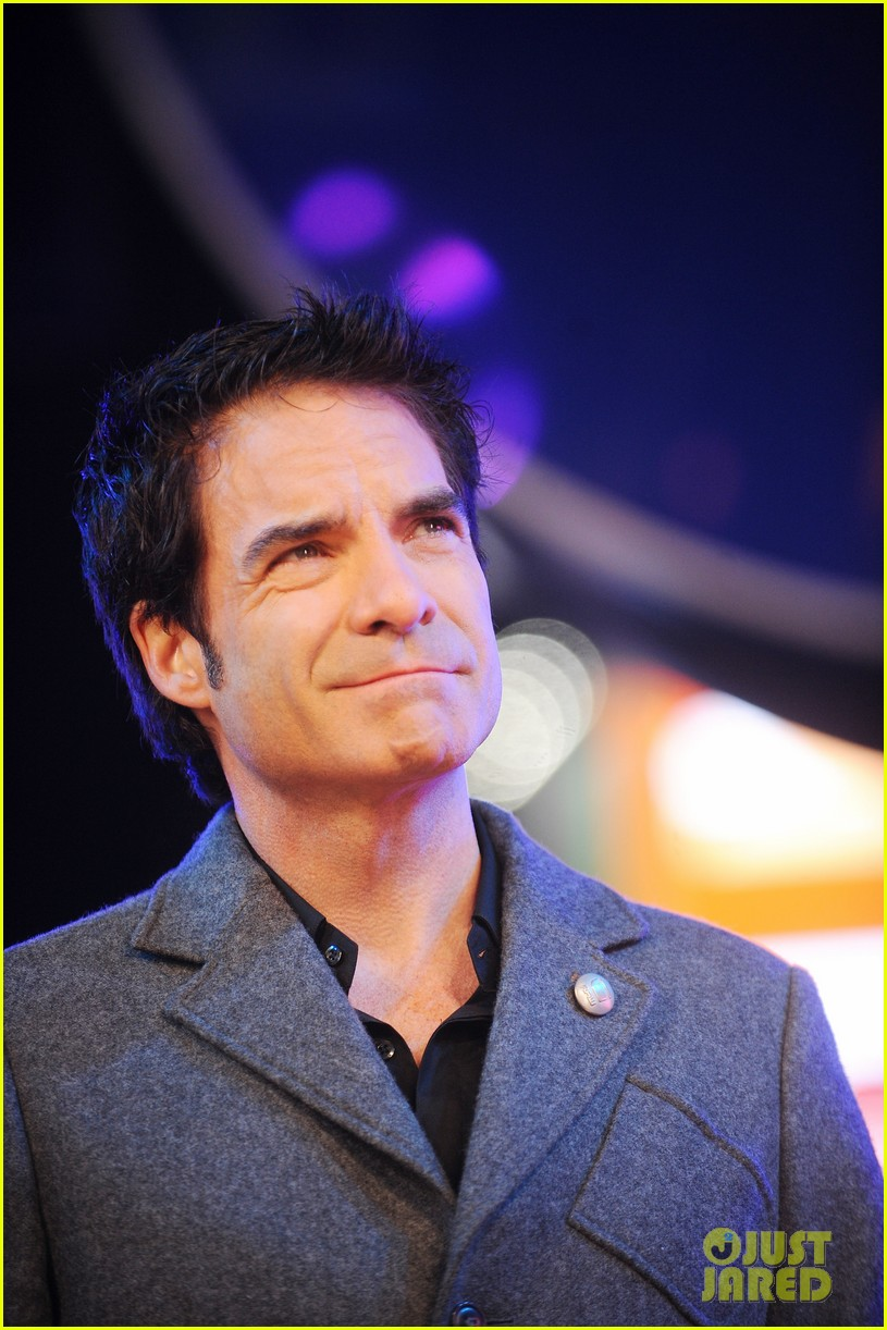 train new years eve performance in times square 022783092