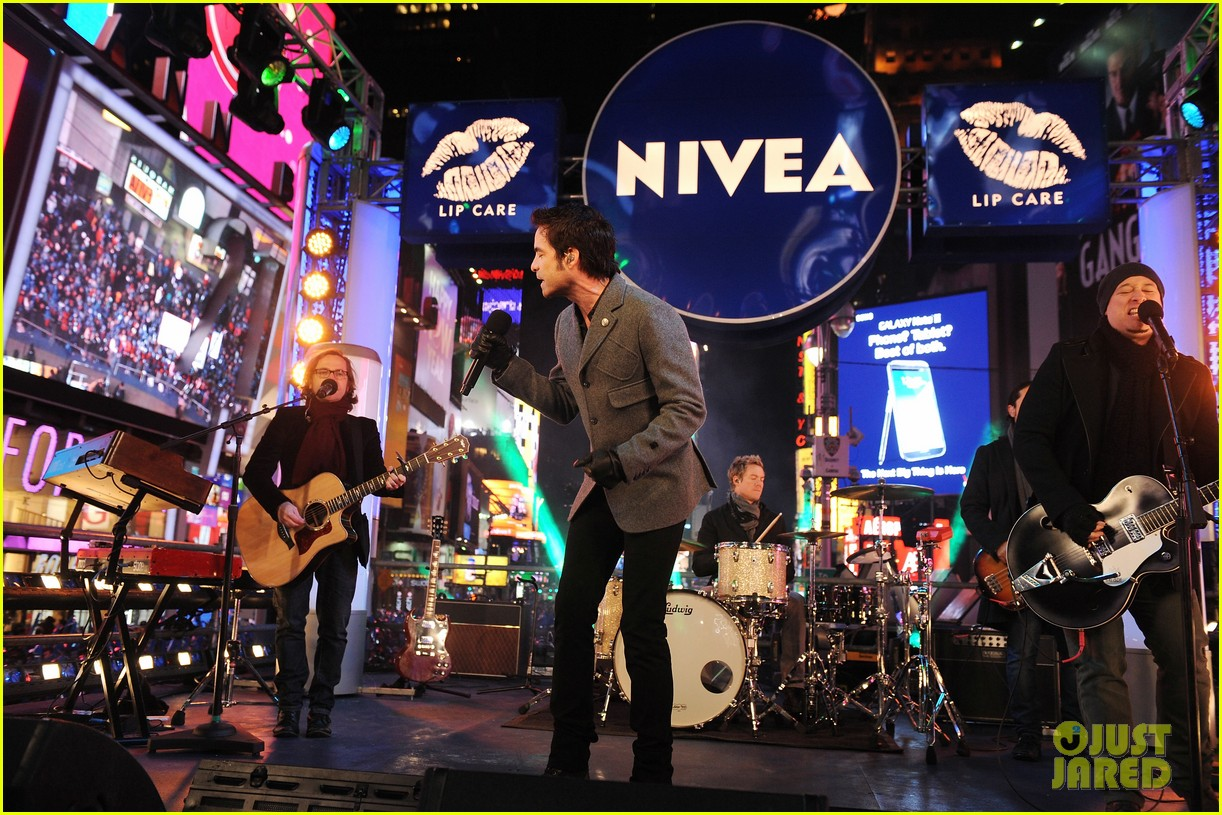 train new years eve performance in times square 082783098