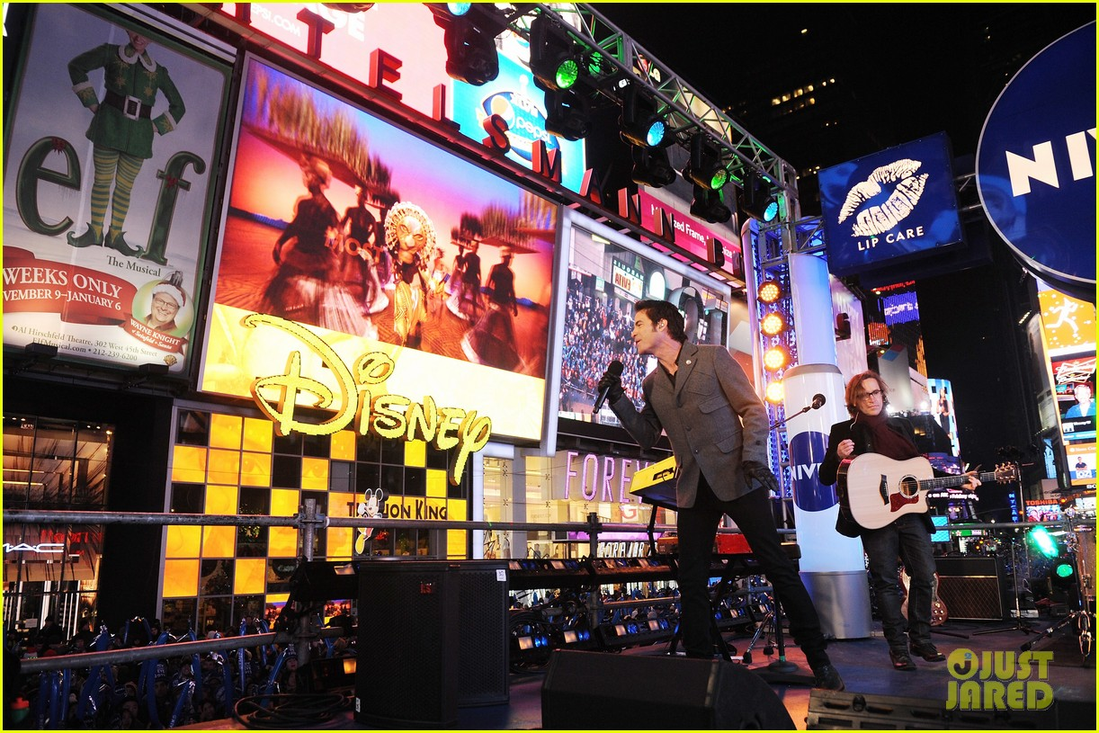 train new years eve performance in times square 102783100